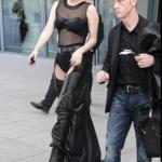 Lady Gaga arriva a Heathrow