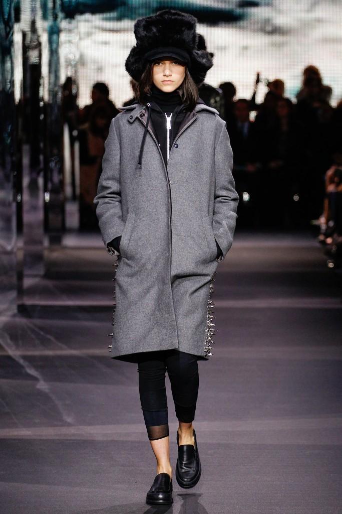 moncler cappotto grigio borchie