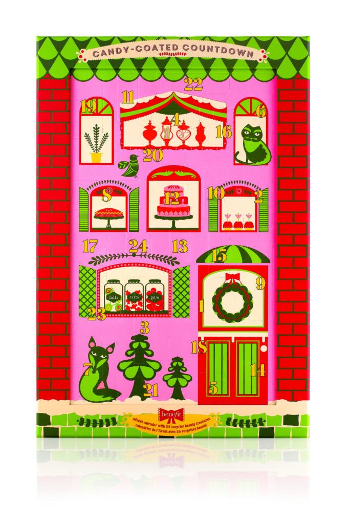 Il calendario dell'avvento per bambine cresciute! Dietro ogni finestra si cela una minitaglia di prodotti Benefit! € 99,00