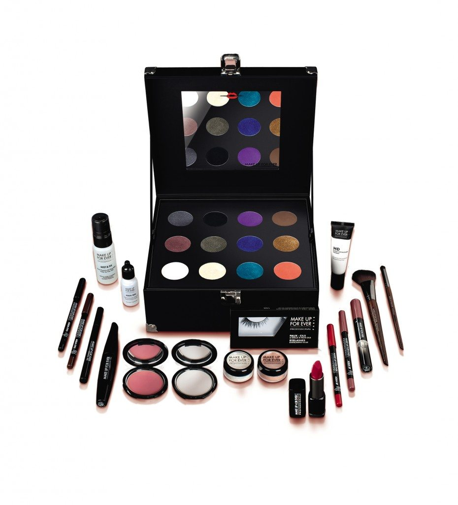 Una make up station professionale, dedicata a chi fa sul serio, contiene 30 prodotti iconici Make Up For Ever in full size. € 250,00