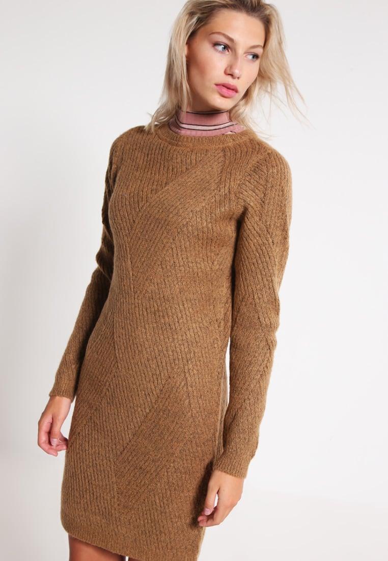 vestito maglione Outfit da ufficio: basta con il solito tubino!