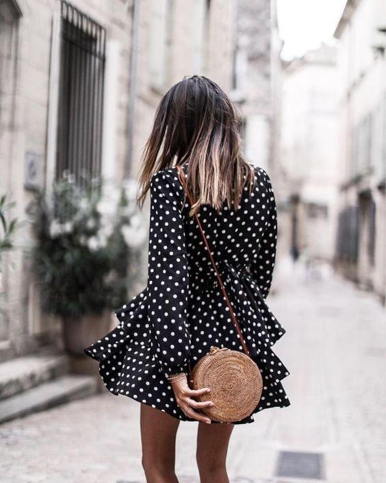 borsa di paglia rotonda vestito nero
