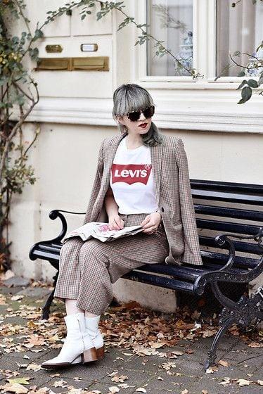 maglietta levis completo da donna come vestirsi per un colloquio di lavoro