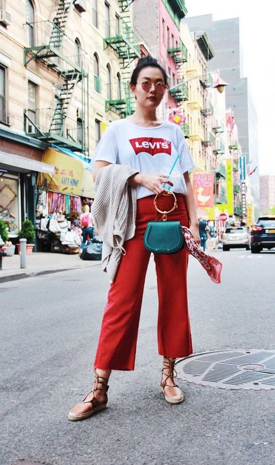maglietta levi's pantaloni rossi