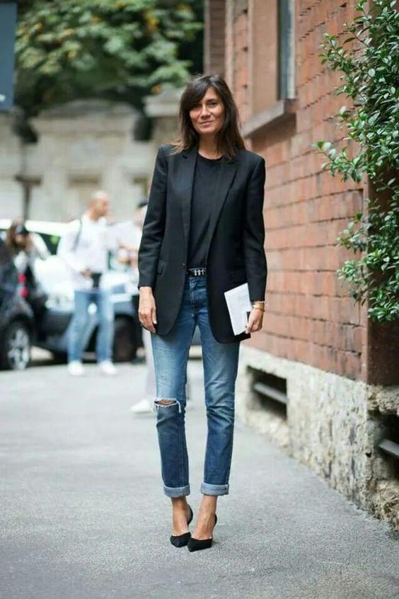 come vestirsi per un colloquio di lavoro blazer jeans nero